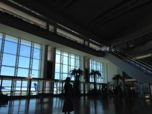 那覇空港。すでに海の中みたいでした